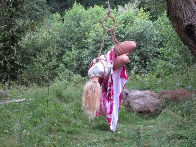Shibari w lesie